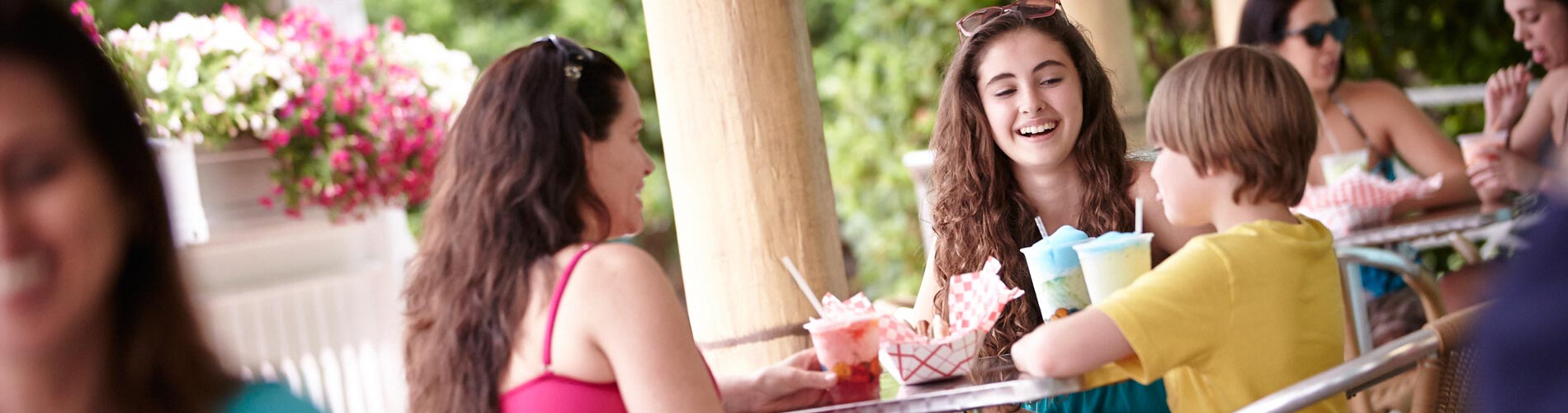 Enjoy island favorites and traditional American fare at the various restaurants at Adventure Island Tampa Bay